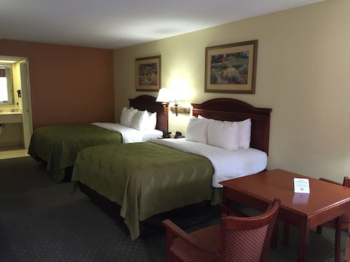 Econo Lodge Inn & Suites Eagle Pass