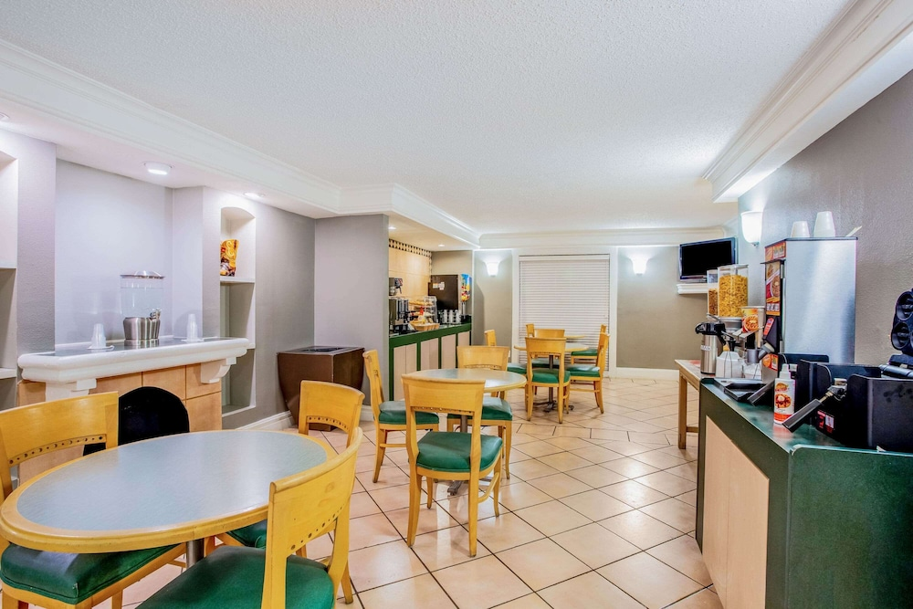 Breakfast Area, La Quinta Inn by Wyndham Abilene