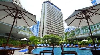 バンコクでプール付きのリーズナブルなホテルを教えてください