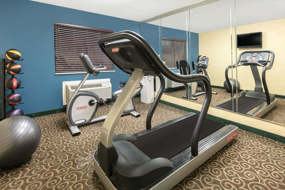 Fitness Facility, Days Inn by Wyndham Denton