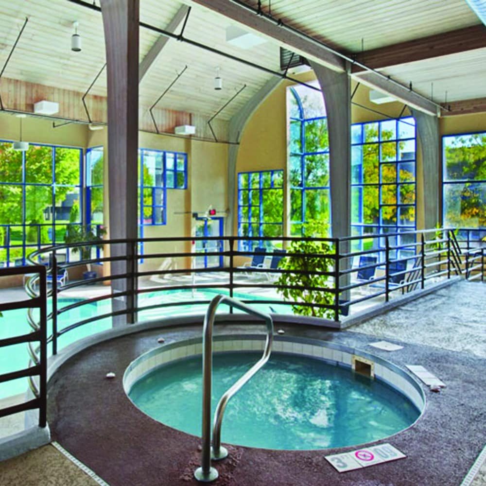 Indoor Spa Tub, Radisson Hotel at The University of Toledo