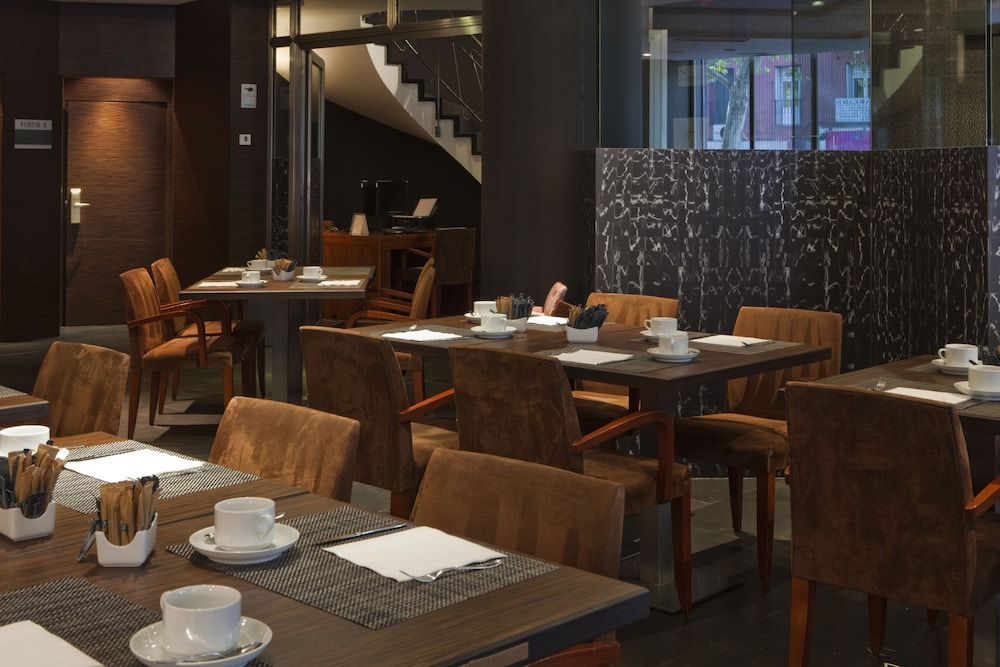 Breakfast Area, AC Hotel Carlton Madrid by Marriott