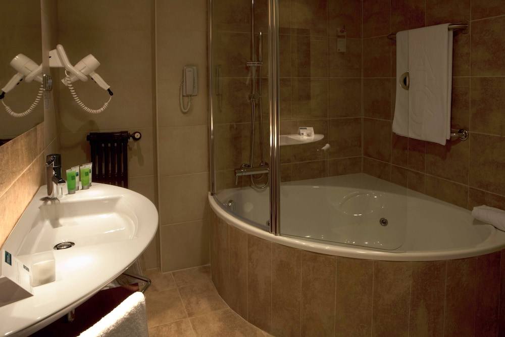 Bathroom, AC Hotel Carlton Madrid by Marriott