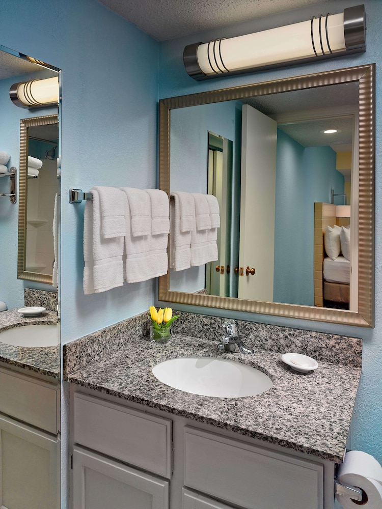 Bathroom, Sonesta ES Suites Cleveland Airport