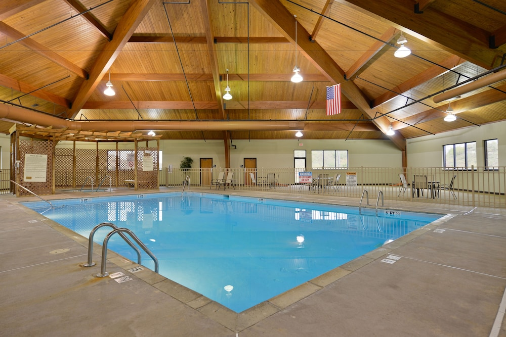 Indoor Pool, Clarion Hotel Conference Center - South