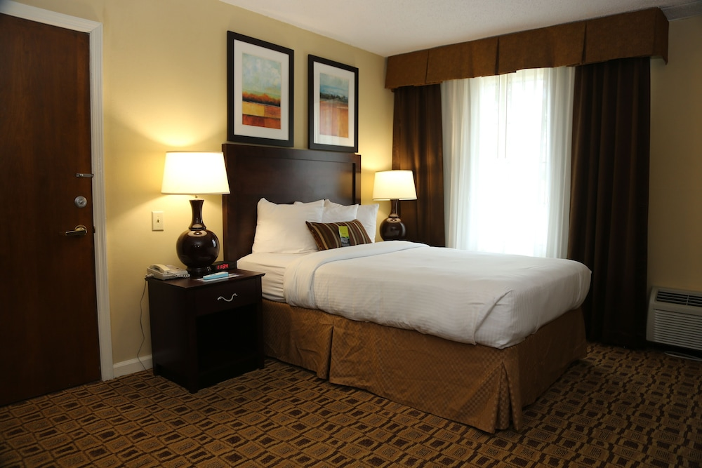 Room, Clarion Hotel Conference Center - South