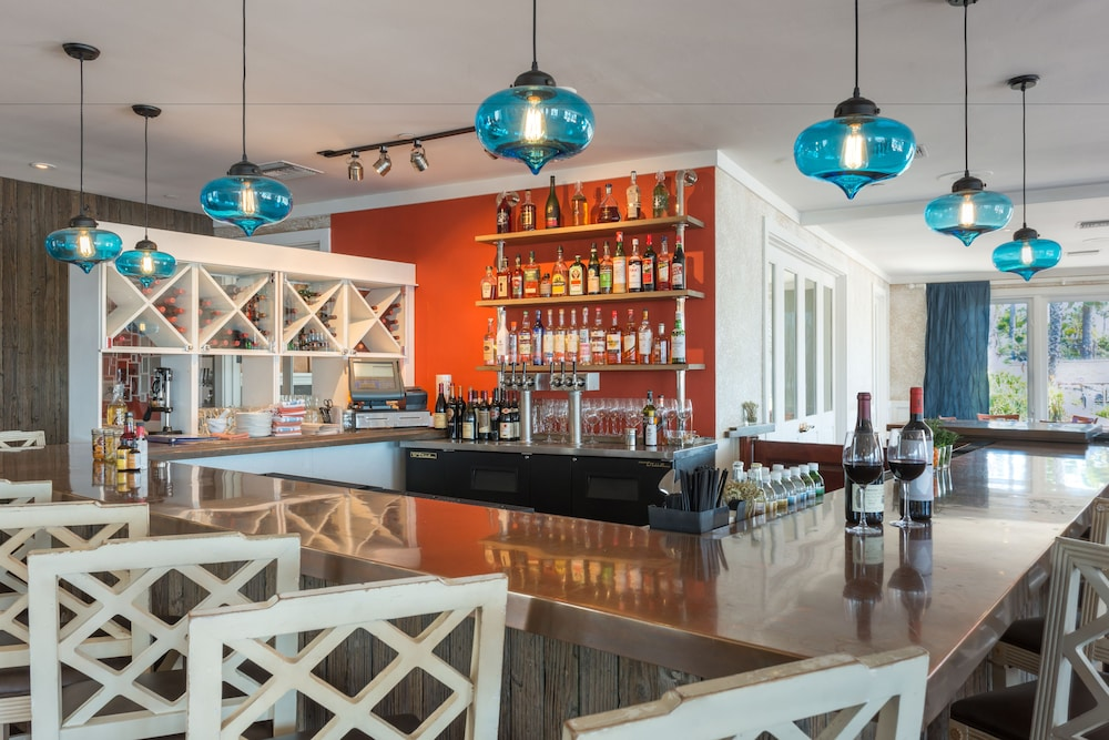 Bar, Paradise Point Resort & Spa
