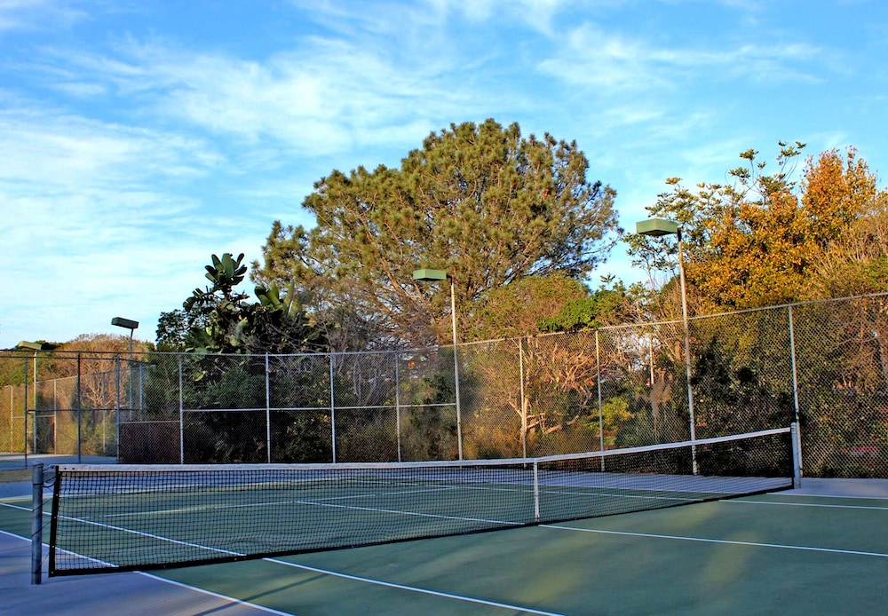 Tennis Court, Paradise Point Resort & Spa