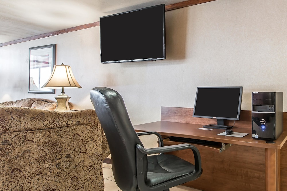 Business Center, Quality Inn Somerset