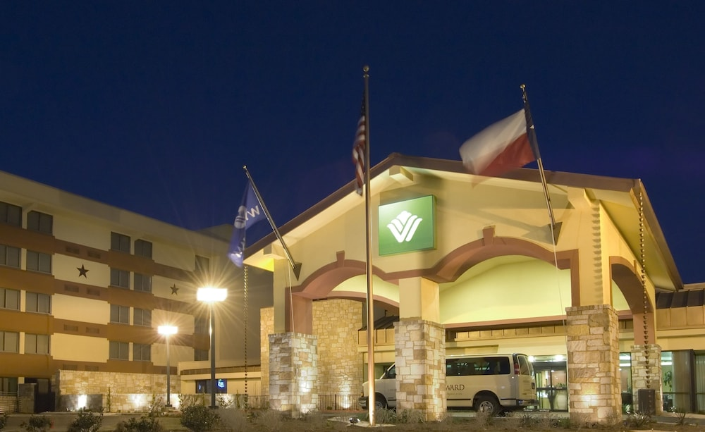 Front of Property - Evening/Night, Wyndham Garden Hotel Austin