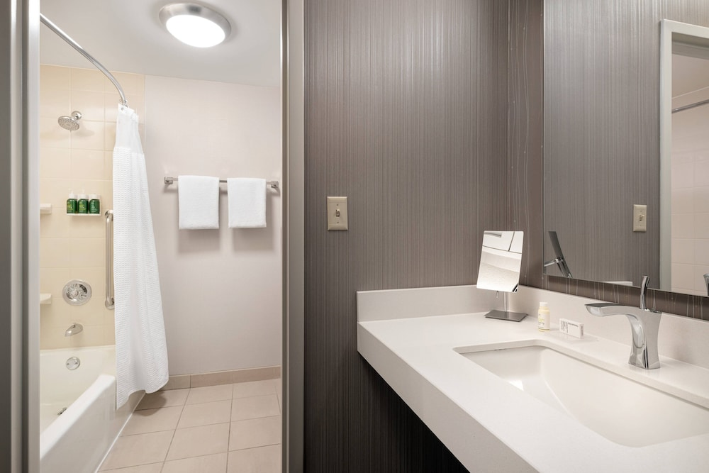 Bathroom, Courtyard by Marriott Boulder
