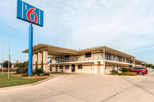 Motel 6 San Antonio, TX - South WW White Rd