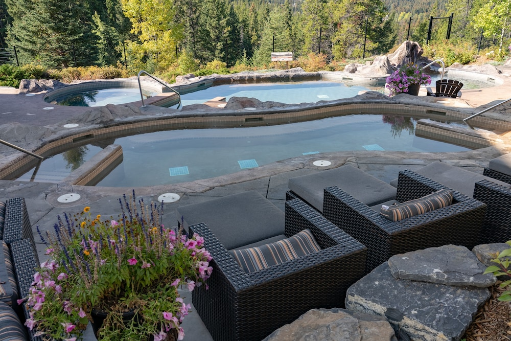 Outdoor Spa Tub, Hidden Ridge Resort