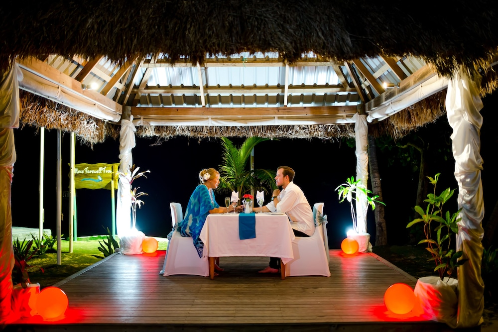 Couples Dining, Treasure Island Resort