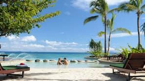 전용 해변, 백사장, 일광욕 의자, 비치 파라솔