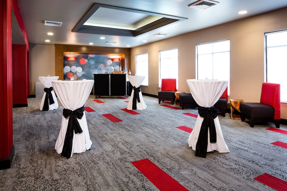 Meeting Facility, Holiday Inn Milwaukee Riverfront, an IHG Hotel