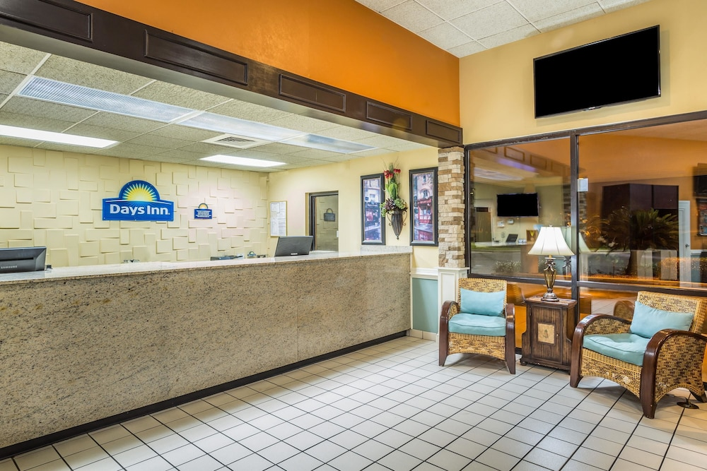Lobby, Days Inn by Wyndham Lake Park/Valdosta
