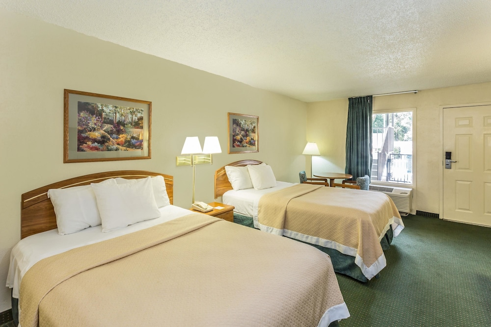 Room, Days Inn by Wyndham Lake Park/Valdosta