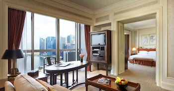 Crest Suite, 1 King or 2 Single Beds, City View - Guestroom