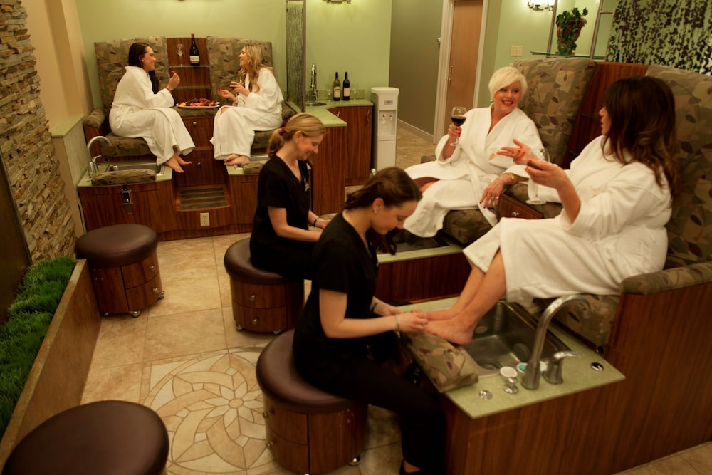 Nail Salon, The Spa at Norwich Inn