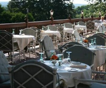Outdoor Dining, The Spa at Norwich Inn