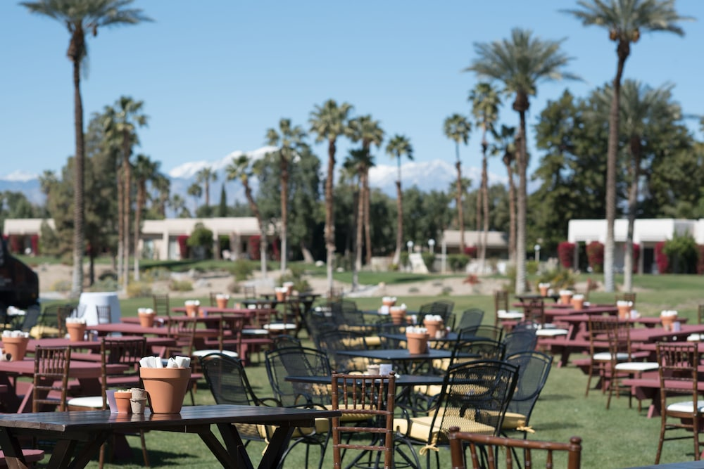 BBQ/Picnic Area, DoubleTree by Hilton Hotel Golf Resort Palm Springs