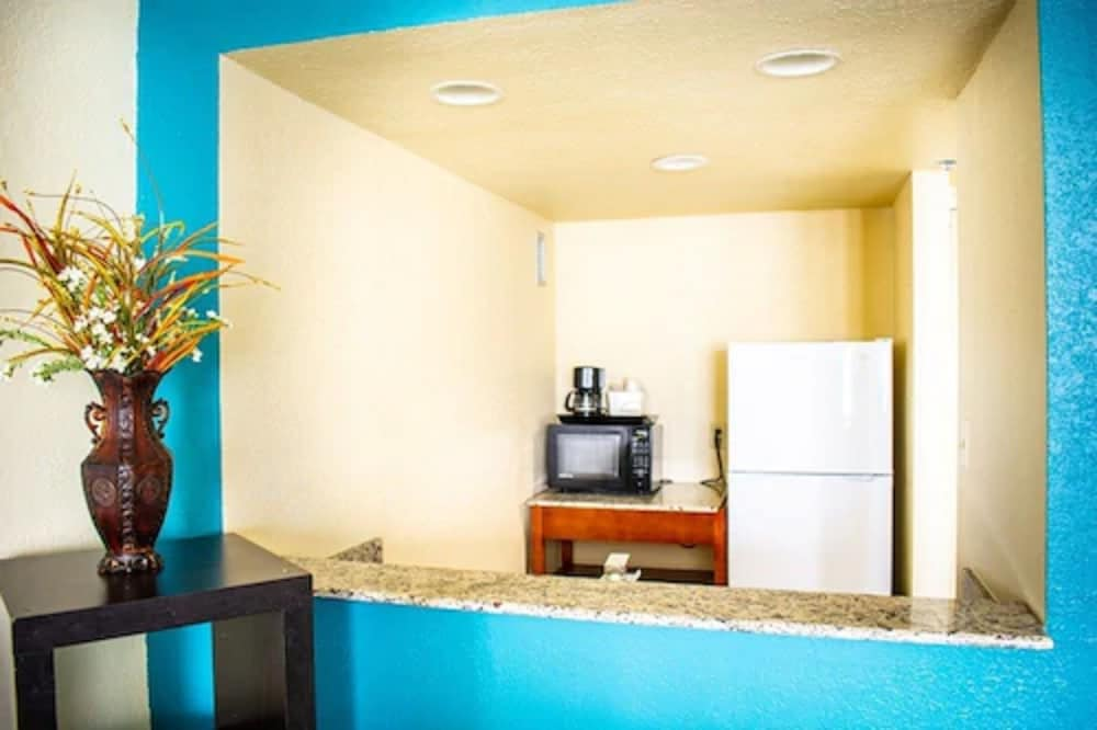 Private Kitchen, Punta Gorda Waterfront Hotel and Suites