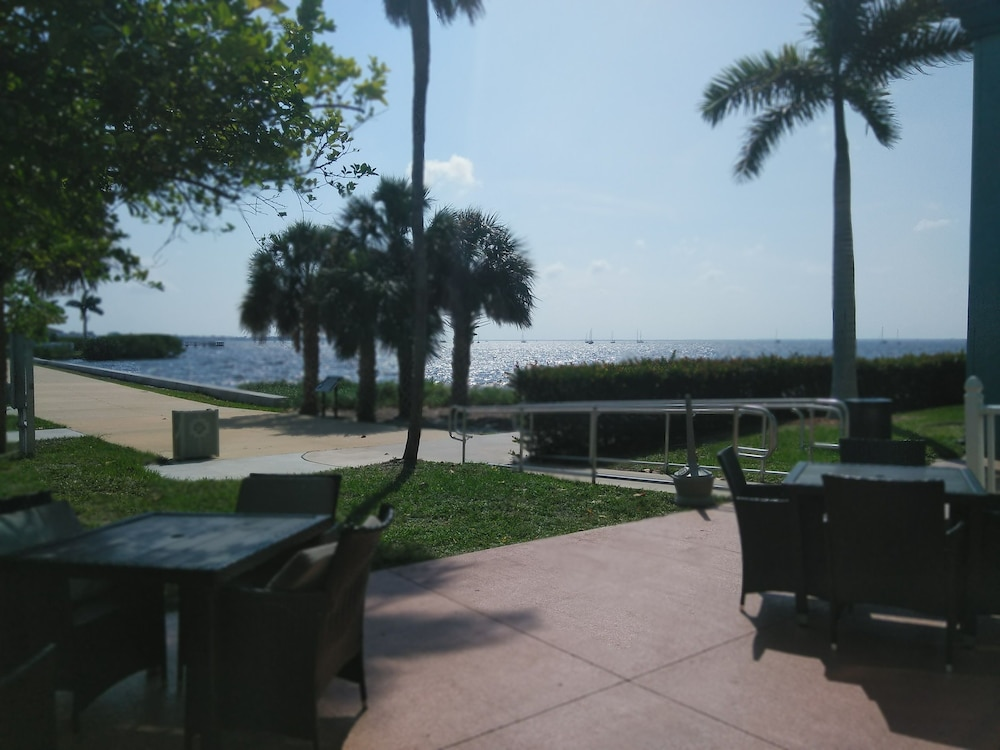 Park View, Punta Gorda Waterfront Hotel and Suites