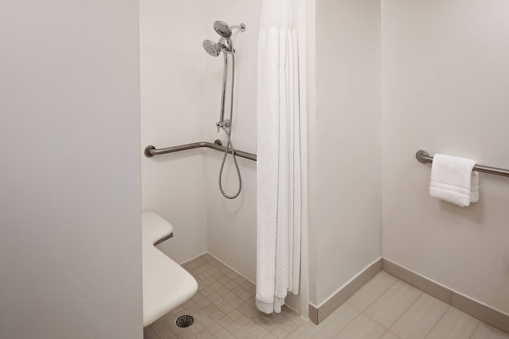Bathroom, Courtyard by Marriott Fort Lauderdale North/Cypress Creek