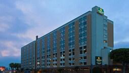 La Quinta Inn & Suites LAX