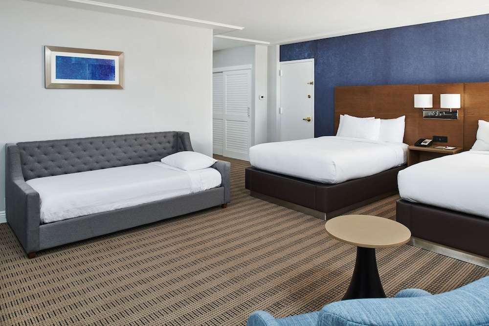 Room, DoubleTree by Hilton Torrance - South Bay