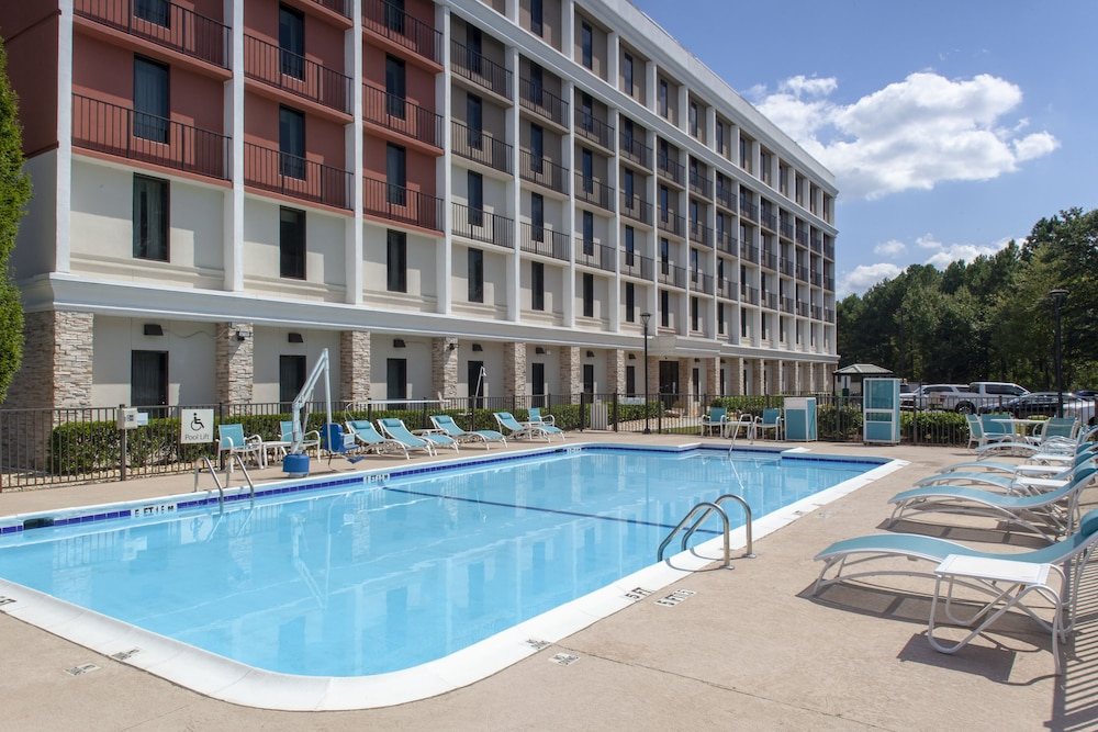 Pool, Holiday Inn Express Atlanta Airport - College Park