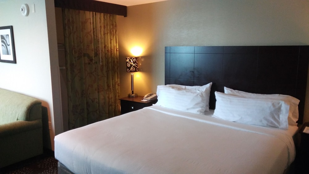 Room, Holiday Inn Express & Suites Pittsburgh West - Greentree