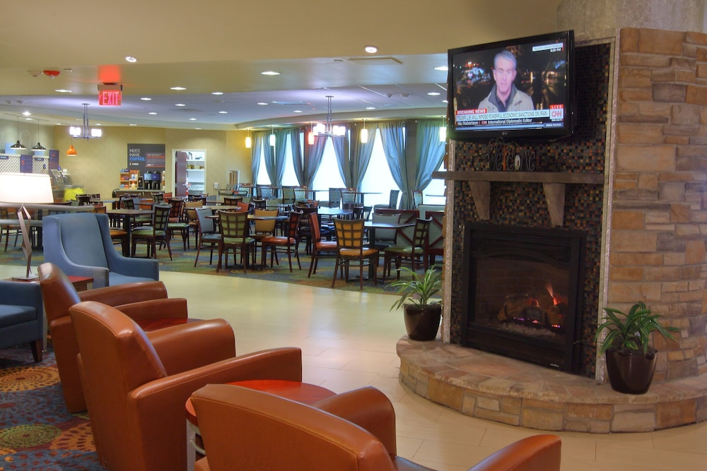 Lobby, Holiday Inn Express & Suites Pittsburgh West - Greentree