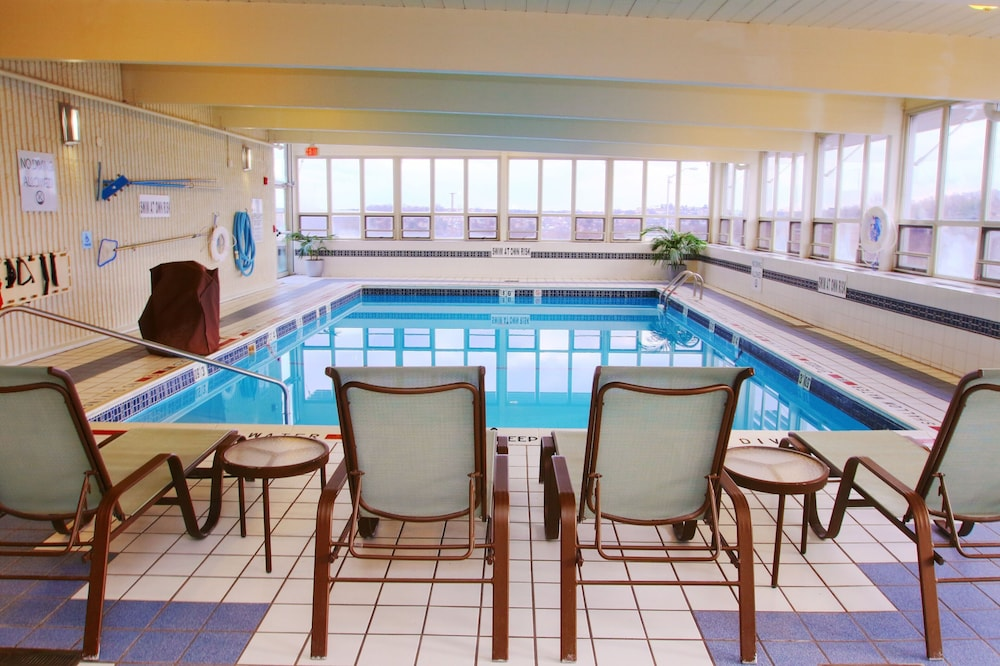 Pool, Holiday Inn Express & Suites Pittsburgh West - Greentree