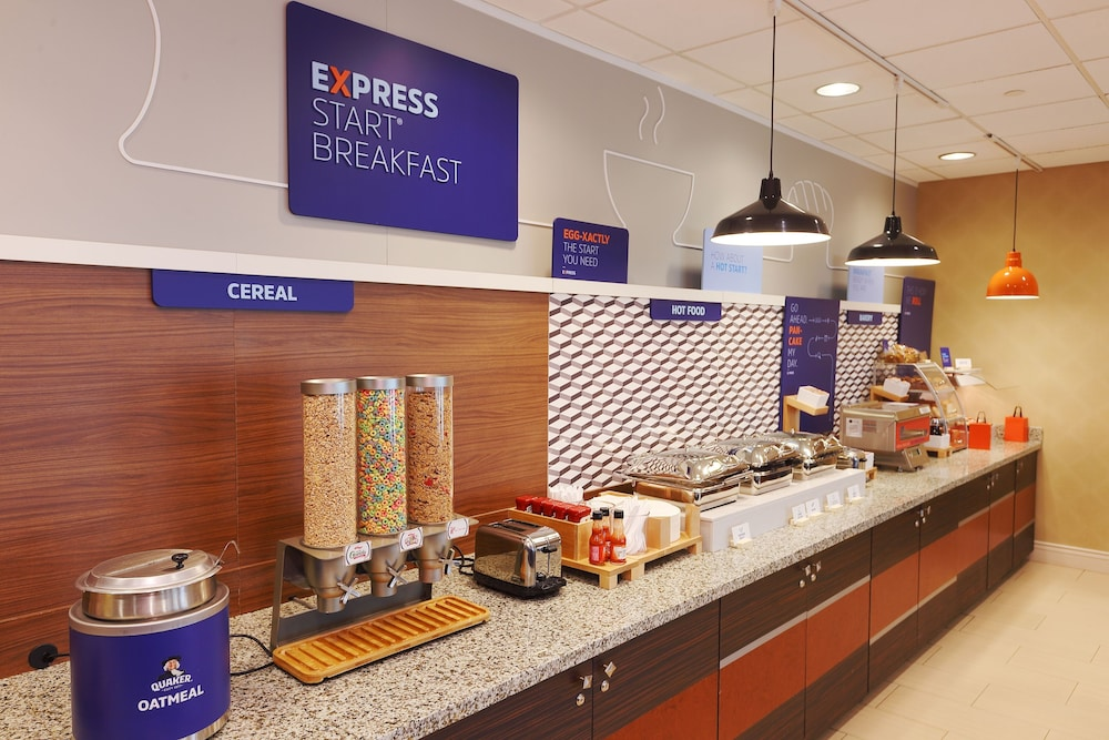 Breakfast Area, Holiday Inn Express & Suites Pittsburgh West - Greentree