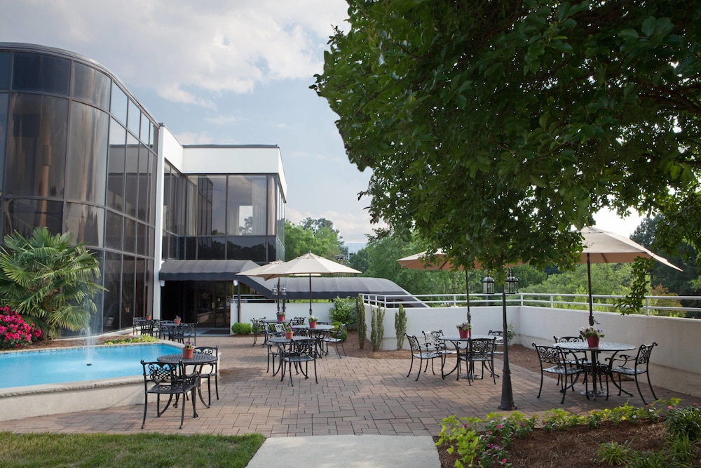 Outdoor Dining, Sheraton Chapel Hill Hotel