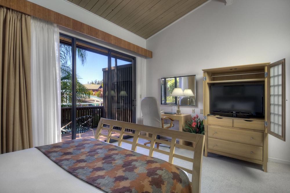 Dinah 39 S Garden Hotel In Palo Alto Hotel Rates Reviews On Orbitz