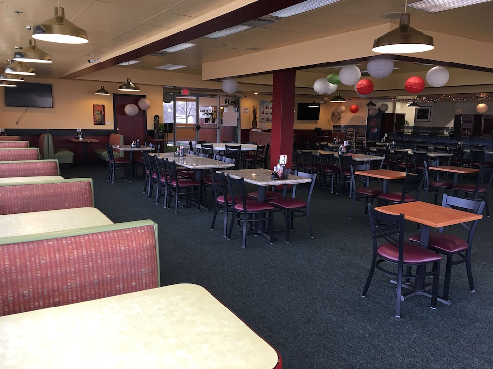 Family Dining, Howard Johnson by Wyndham Denver West