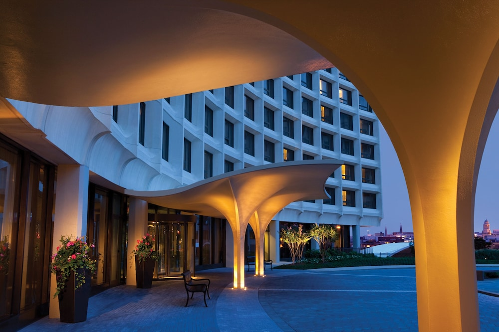 Exterior, Washington Hilton