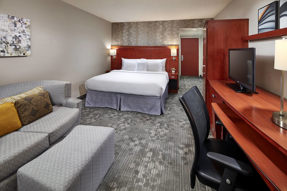 Room, Courtyard by Marriott Vallejo Napa Valley