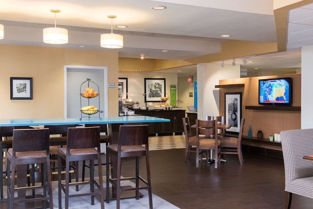 Restaurant, Hampton Inn by Hilton Milwaukee Northwest