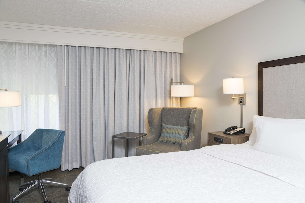 Room, Hampton Inn by Hilton Milwaukee Northwest