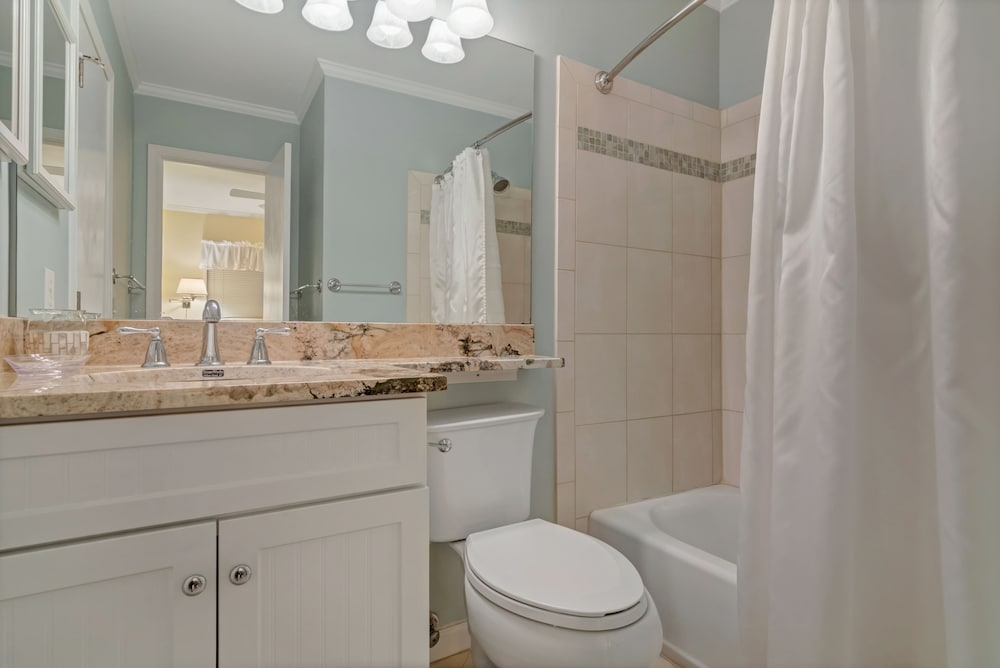 Bathroom, Hilton Head Island Beach & Tennis Resort