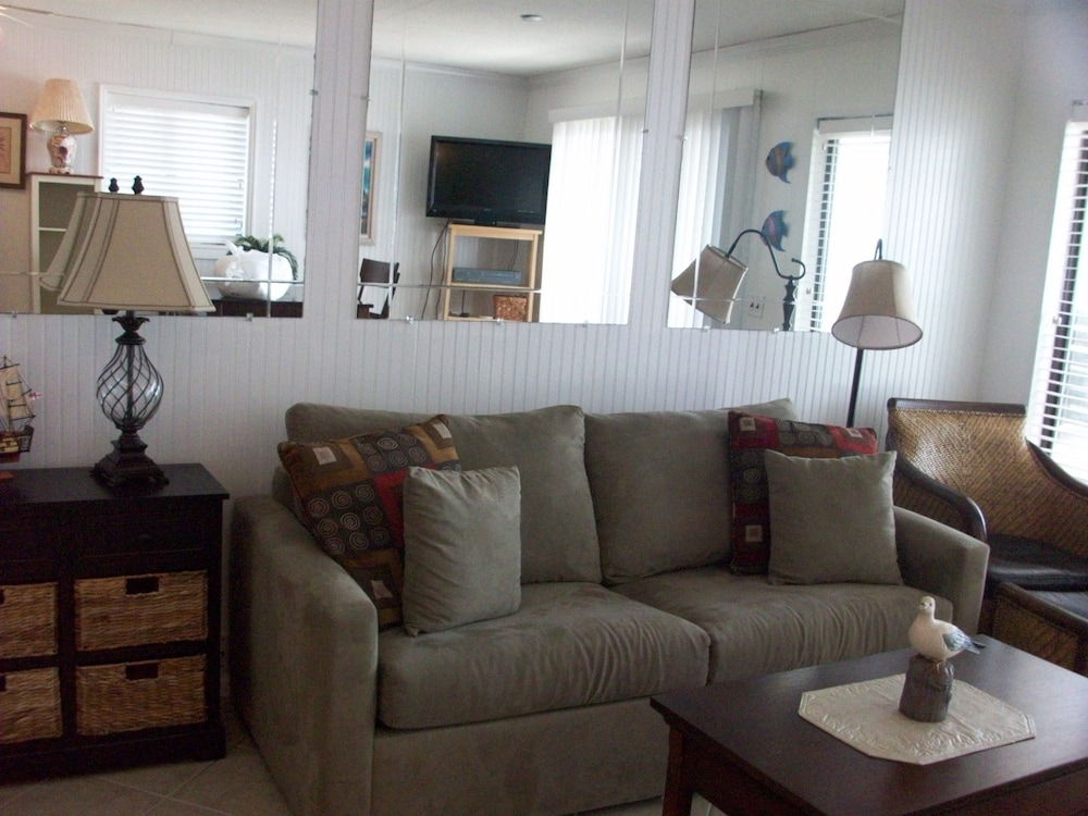 Living Area, Hilton Head Island Beach & Tennis Resort