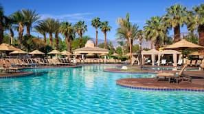 3 개의 야외 수영장, 08:00 ~ 22:00 오픈, 카바나(요금 별도), 수영장 파라솔