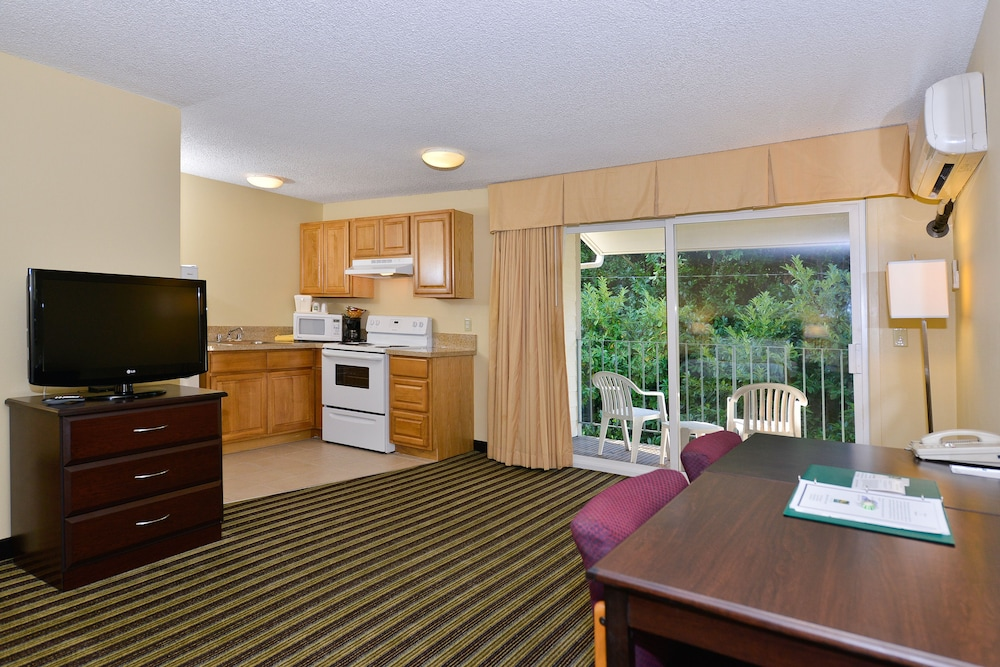 Private Kitchenette, Quality Inn And Suites Vancouver