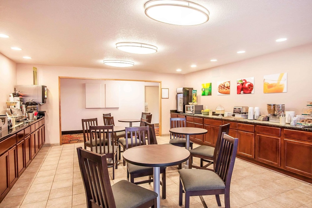 Breakfast Area, Quality Inn And Suites Vancouver