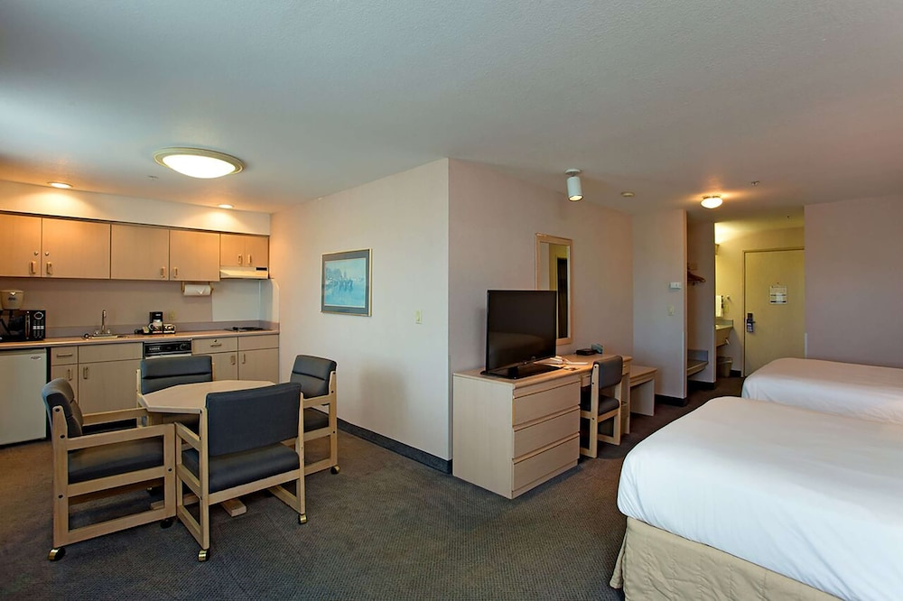 Room, Shilo Inn Suites Hotel - Warrenton