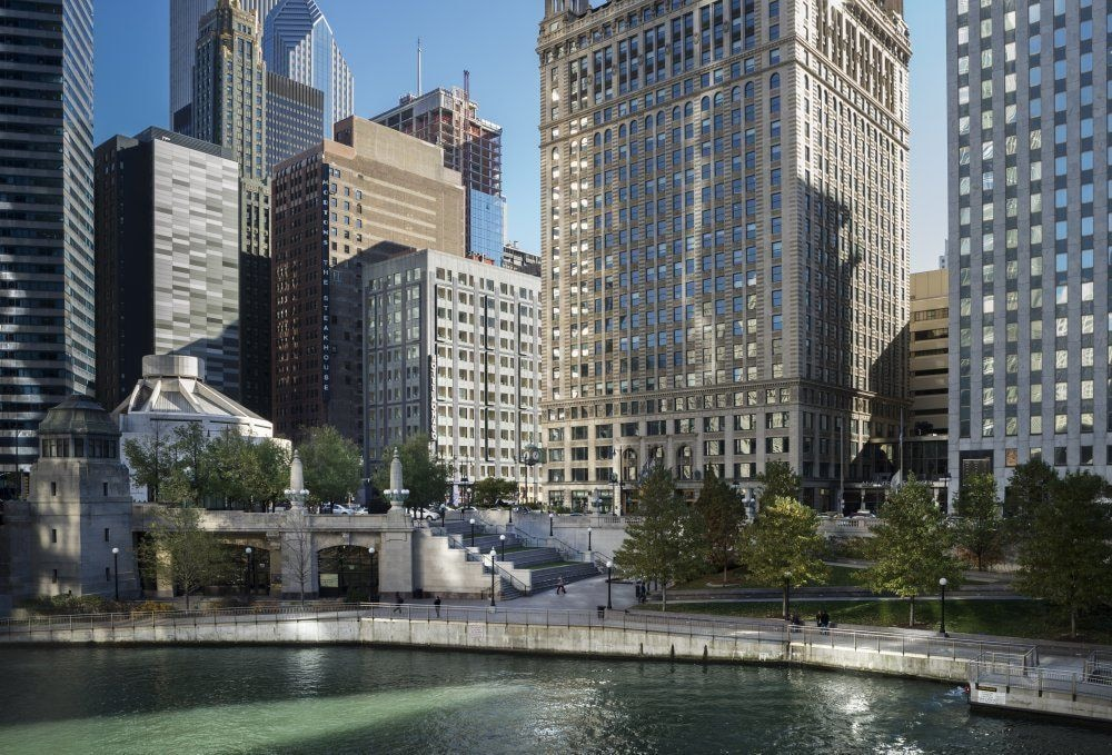 Book kimpton hotel monaco chicago chicago hotel deals for Chicago hotel packages